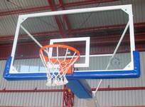 Staklena košarkaška tabla